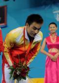 图文-中国选手廖辉获得金牌 廖辉在领奖台上