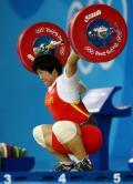 图文-刘春红六举五破世界纪录夺金 自信举起杠铃