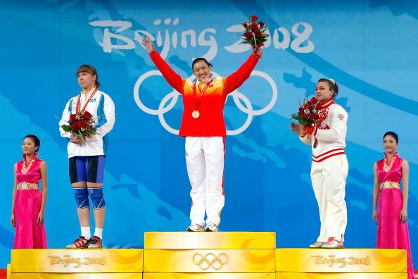 图文-女子举重75公斤级决赛 曹磊顺利拿到金牌
