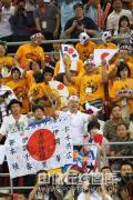 图文-女子自由式摔跤55KG许莉摘银 热情的日本观众