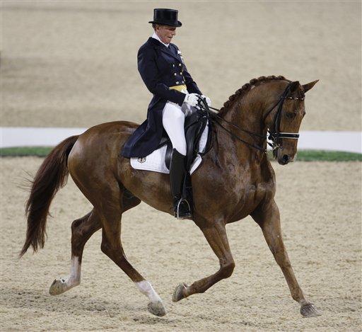 图文-马术盛装舞步精彩回顾 骑手与马配合默契