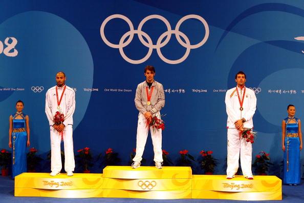 图文-[奥运]男子重剑个人决赛 前三名台上来领奖