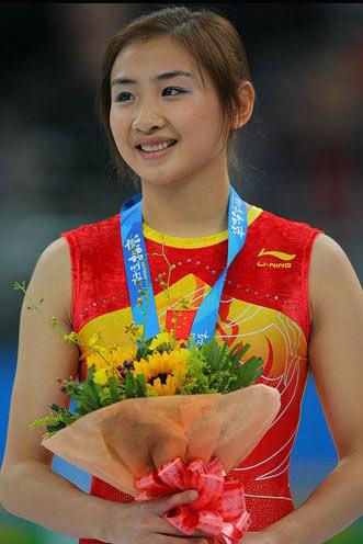 图文-蹦床美女何雯娜生活照 胜利的喜悦
