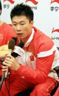 图文-几代体操人共庆奥运9金  李小鹏倍受媒体关注