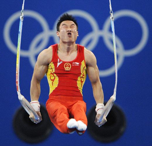 图文-奥运竞技体操项目精彩回顾 杨威全力以赴