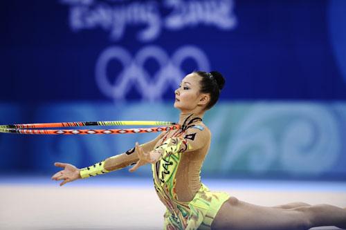 图文-奥运艺术体操精彩回顾 体操圈似乎定住