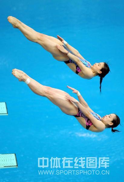 图文-奥运会女子双人3米板决赛 空中姿态高度一致