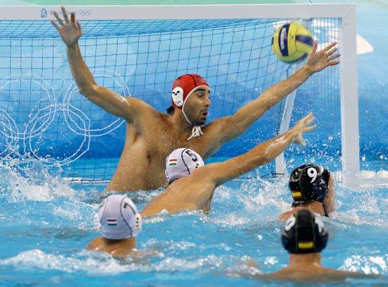 图文-14日水球比赛赛况 西班牙队进球啦