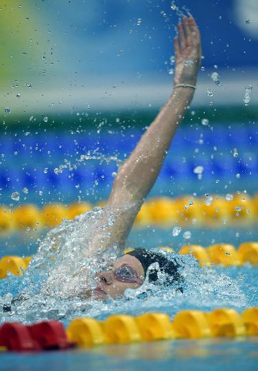 图-女子200米仰泳决赛考文垂夺冠 考文垂一马当先