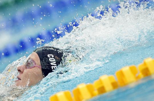 图-女子200米仰泳决赛考文垂夺冠 向终点发起冲刺