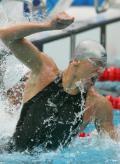 图文-男子50米自由泳决赛 夺冠后重重打水