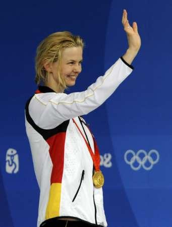图文-斯特芬获50米自冠军 向观众挥手致敬