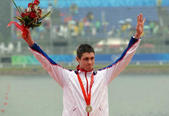 图文-奥运男子10公里马拉松游泳颁奖 戴维斯在台上