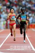 图文-京奥女子马拉松决赛 周春秀苦苦追赶