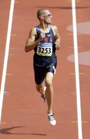 图文-奥运会男子400米预赛 瓦里纳冲刺左顾右盼