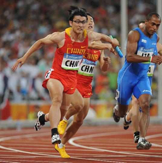 图文-男子4X100接力中国晋级决赛 交接一瞬间
