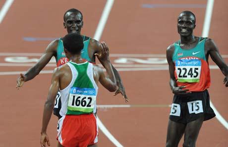 图文-[奥运]田径男子5000米决赛 场下都是朋友