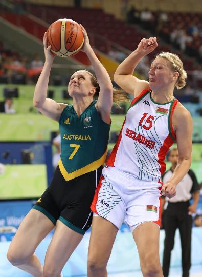 图文-澳大利亚83-64胜白俄罗斯 潘妮-泰勒进攻