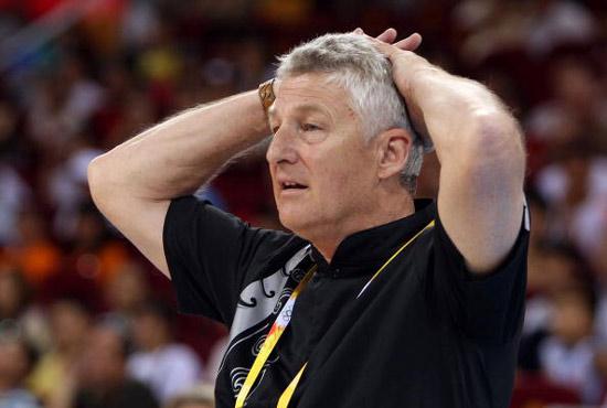图文-女篮西班牙VS新西兰 新西兰队教练
