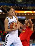 图文-女篮西班牙VS新西兰 新西兰克莱尔突破阻拦