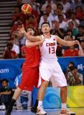 图文-[奥运]西班牙85-75中国男篮 这样传球很危险