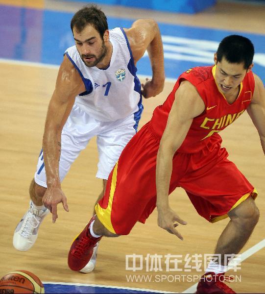 图文-[奥运会男篮]中国队vs希腊 变成了足球场?