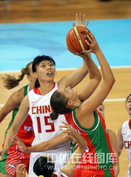 图文-[女篮1/4决赛]中国vs白俄罗斯 闭眼也能投?