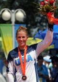 图文-小轮车女子竞速颁奖仪式 美国选手人比花娇