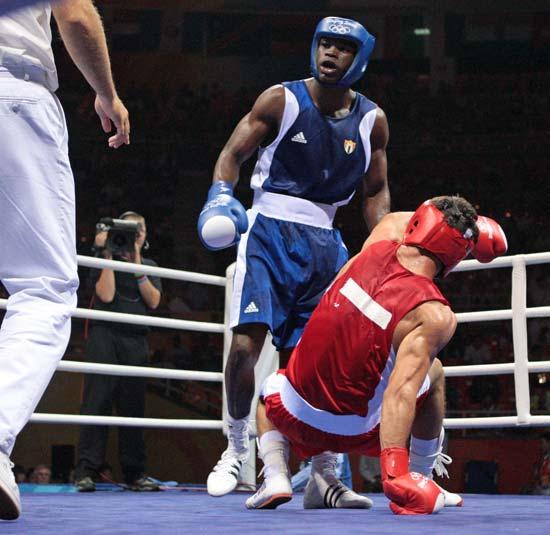 图文-20日奥运赛场拳击赛况 无还手之力