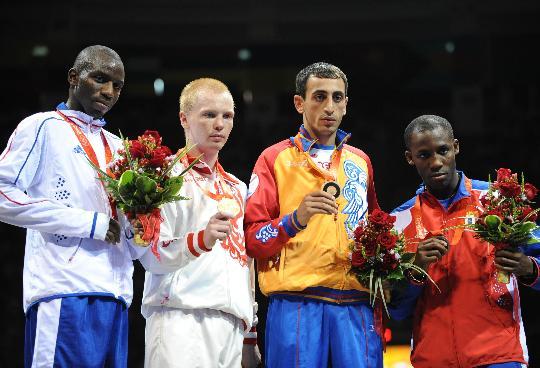 图文-男子拳击60公斤级决赛 共同展示奖牌