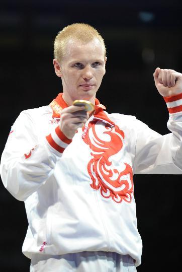 图文-男子拳击60公斤级决赛 冠军得主季先科