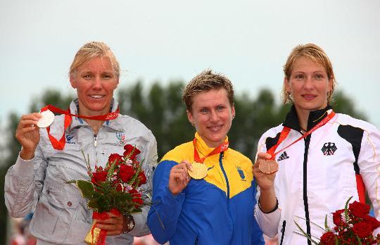 图文-女子单人皮艇500米决赛 前三名登上奖台