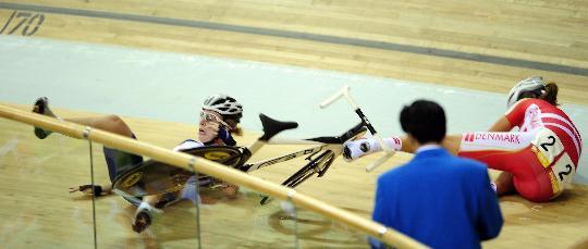 图文-自行车女子记分赛决赛赛况 比赛中发生事故