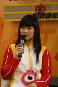 图文-中国女子佩剑队做客新浪畅聊 黄海洋回答提问