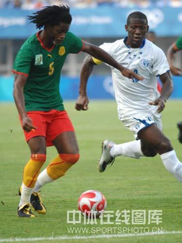 图文-喀麦隆国奥对阵洪都拉斯 担起组织重任