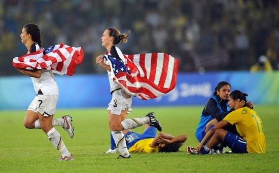 图文-女足决赛美国1-0巴西 下次我们一定夺冠