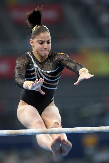 图文-女子体操资格赛赛况 西班牙选手劳拉-坎波斯