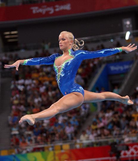图文-女子体操资格赛赛况 沙因在自由体操比赛中