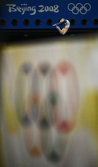 图文-体操女子全能决赛赛况 谢苗诺娃平衡木比赛中