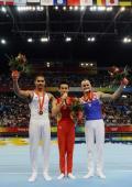 图文-肖钦勇夺男子鞍马金牌 前三名赛后合影
