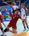 图文-男女手球预赛继续开战 韩国队突破射门
