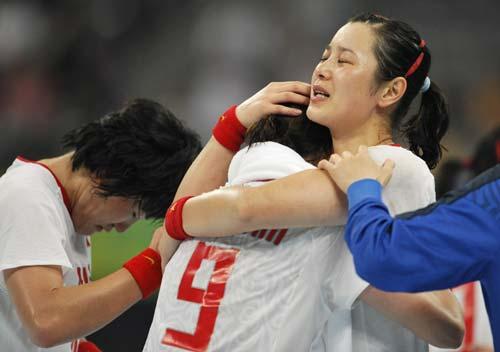 图文-女子手球5-8名排位赛 宝贝别哭