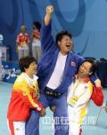 图文-佟文78公斤以上级夺金 此刻她是最兴奋的