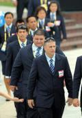 图文-关岛奥运代表团升旗仪式 代表团步入升旗广场