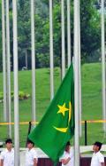 图文-毛里塔尼亚代表团升旗仪式 升起毛里塔尼亚国旗