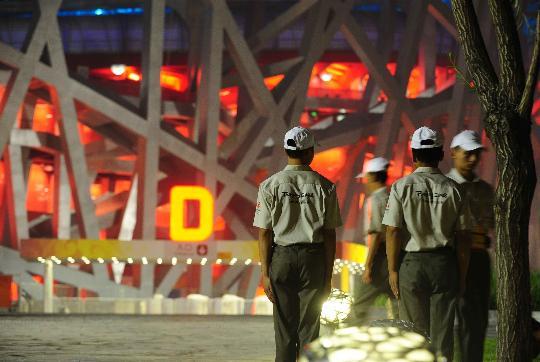图文-北京奥运倒计时24小时 安保人员换岗