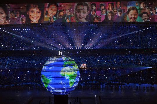 图文-2008北京奥运会开幕式 地球和笑脸