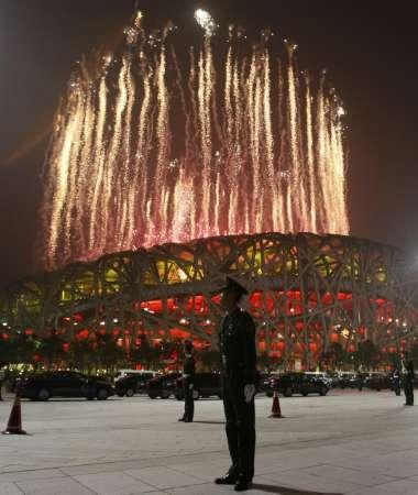 图文-北京奥运会开幕式盛大表演 鸟巢外景看焰火