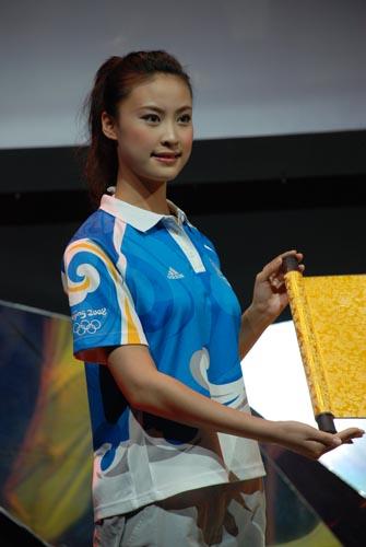 图文-众星首唱奥运歌曲《难说再见》 美丽的志愿者