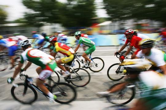 图文-公路自行车男子个人赛 从永定门出发
